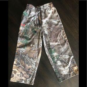Boys Under Armour camp pants. Size 3T